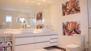 Oświetlenie łazienkowe nad lustrem
