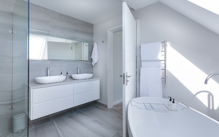 łazienka w szarym kolorze