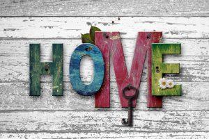 Dlaczego warto wybrać rękodzieło do urządzenia wnętrza domu