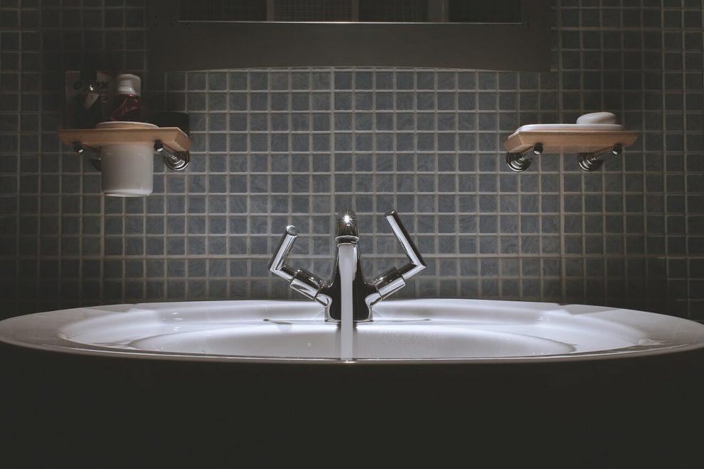 Jak zaprojektować łazienkę w domu?