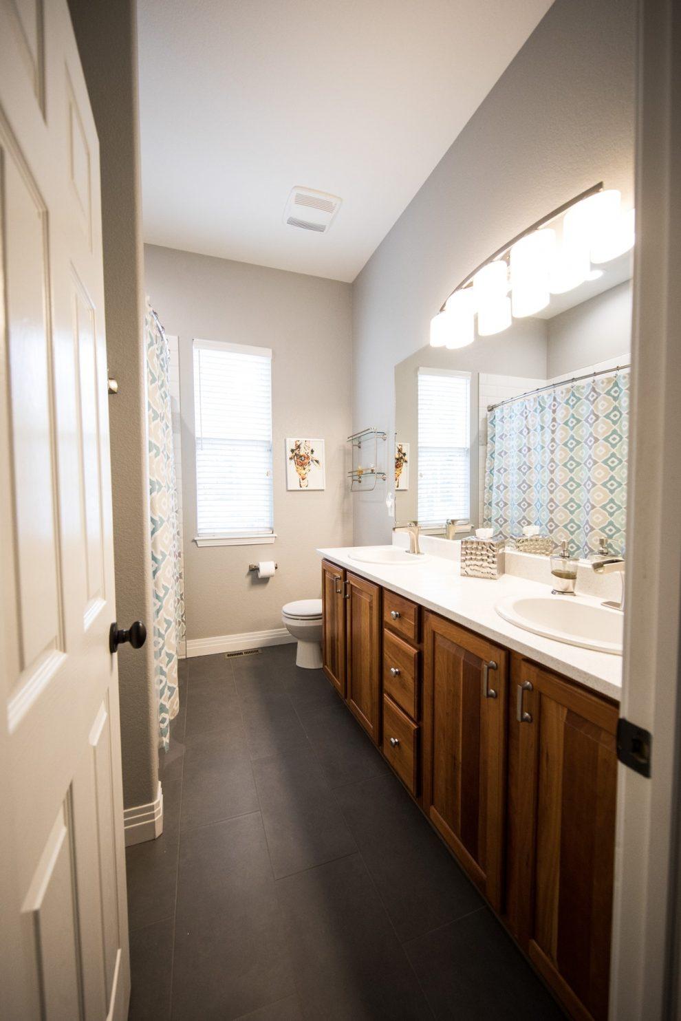 Drzwi łazienkowe - jakie rozwiązania są obecnie w modzie?