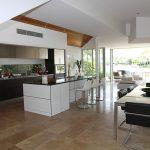 Kuchnia otwarta na salon – jak ją urządzić
