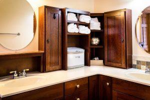 Blaty łazienkowe na wymiar – z jakiego materiału warto je wykonać
