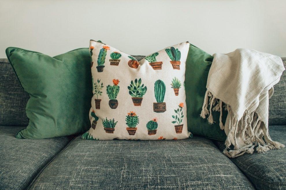 Jaką kanapę wybrać do małego salonu